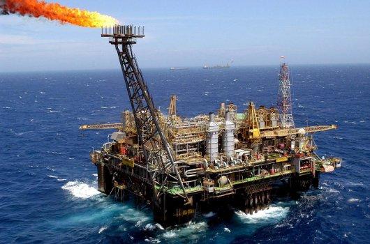 Extracción de petroleo en mar abierto
