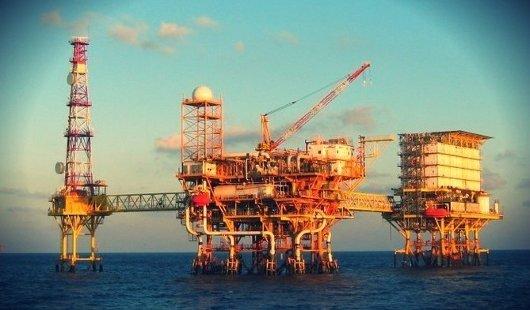 Plataforma petrolera en mar abierto