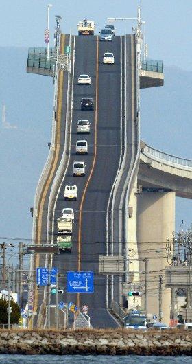 puente-inclinado-japon