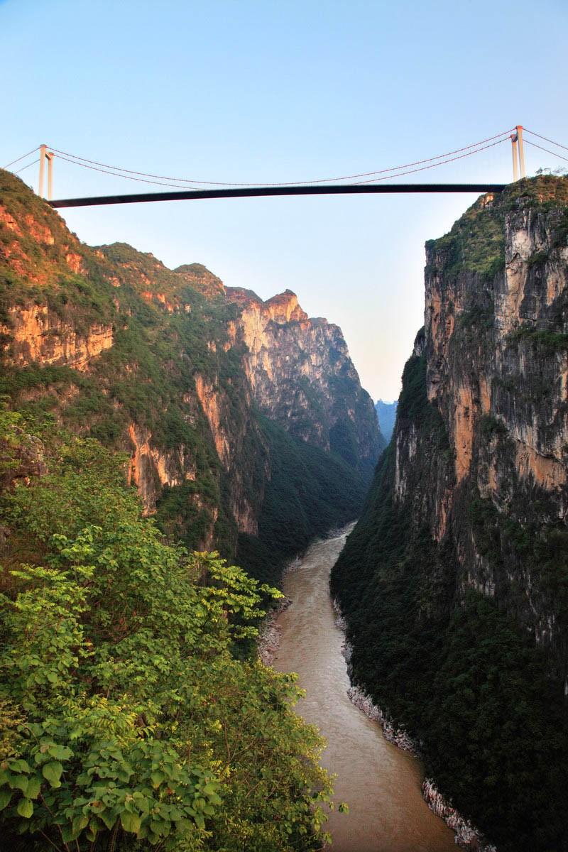El punte más alto del mundo, sobre el río Beipan